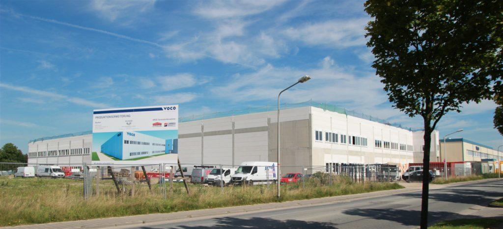Mehr Platz für die Produktion: Der vierte Erweiterungsbau bei VOCO ist in vollem Gange