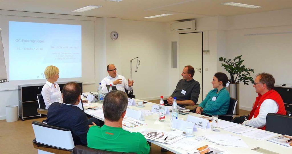 Georg Haux (Prokurist, Leiter Vertrieb & Marketing, GC Germany), hinten, und Kerstin Behle (Regionale Vertriebsleiterin West, GC Germany), ganz links, führten durch die Veranstaltung