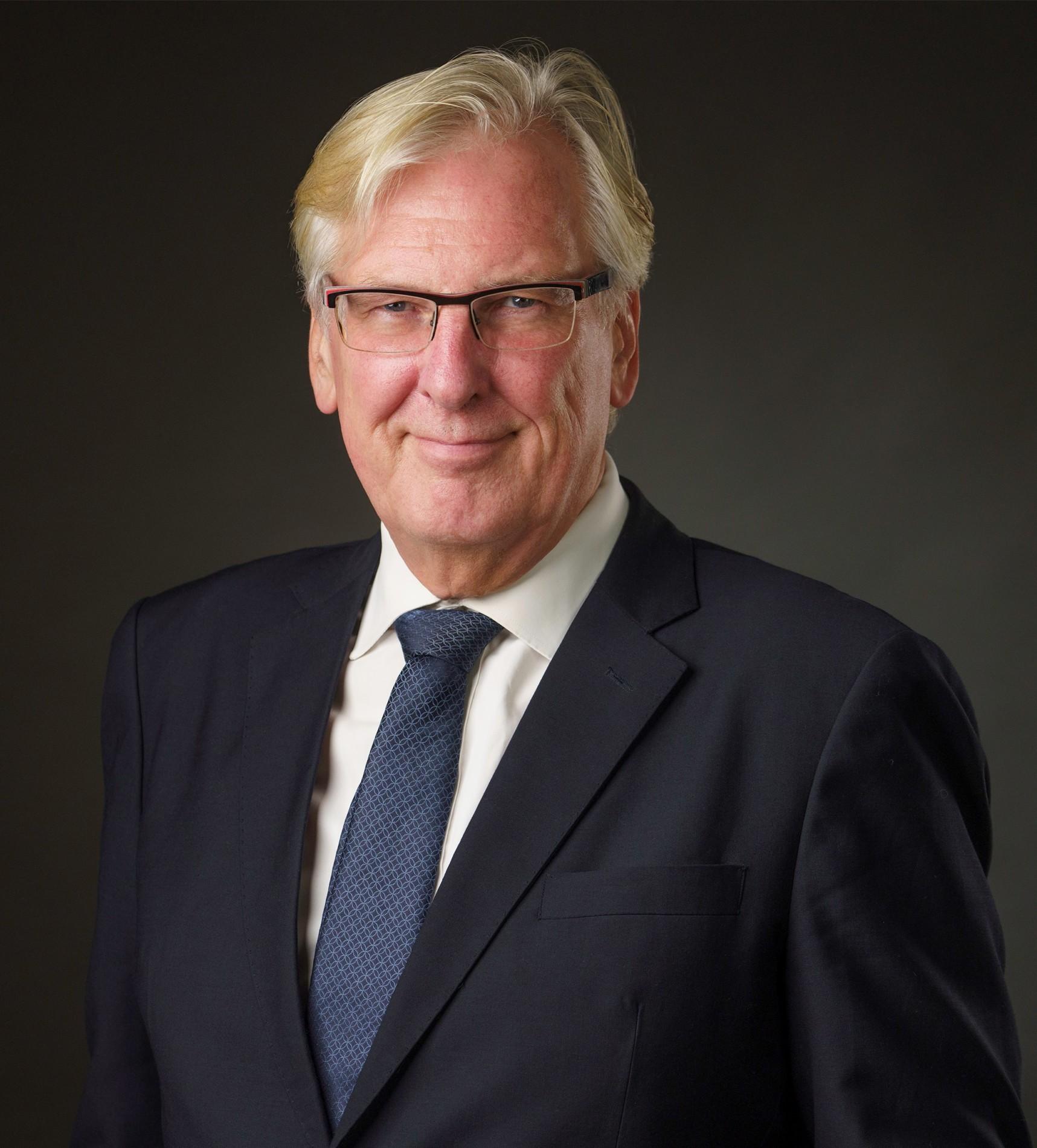 Dr. R. Gottlander